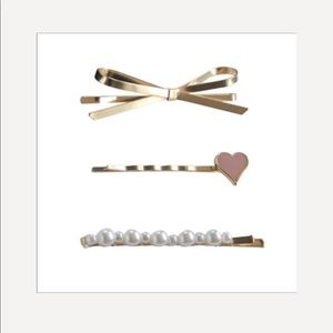 💕The cutest gold, pearl and heart hair pins